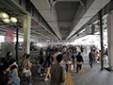 東急・東京メトロ 中目黒駅正面出口を出て横断歩道を渡ります